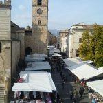 teramo, mercato settimanale e cattedrale