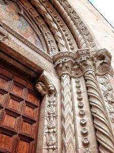 portale chiesa di san marcello ad anversa degli abruzzi