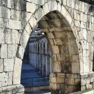 Acquedotto medievale a Sulmonao