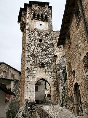 borgo di fontecchio torre dell'orologio